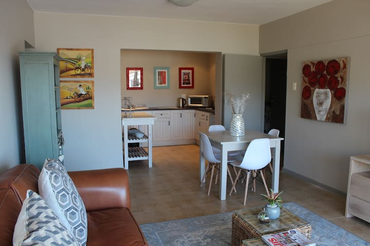 Spacious Apartment in Paarl - self catering