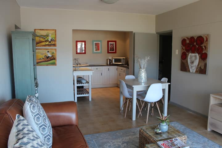 Spacious Apartment for 4 in Paarl - self catering