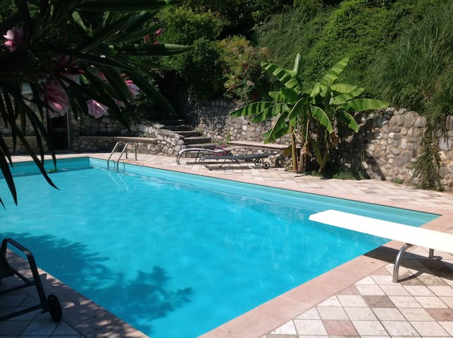 Rosa Camuna Rooms with Pool - Soiano - House