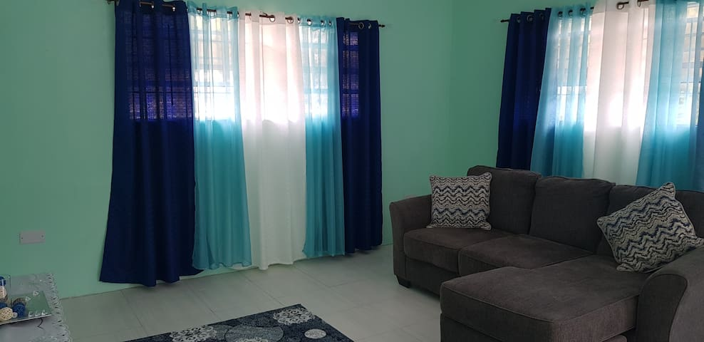 Cozy 1 Bedroom Upstairs Apartment A