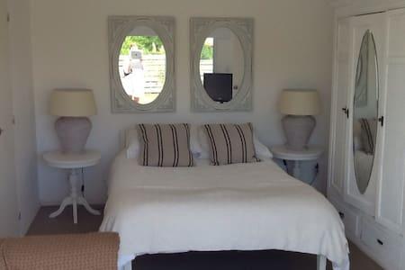 Agradable casa a 50 mts de la Playa - Casa