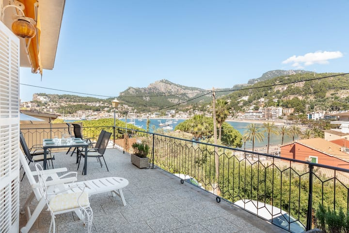 Beautiful Apartment directly at the Sea with Wi-Fi and Air Conditioning