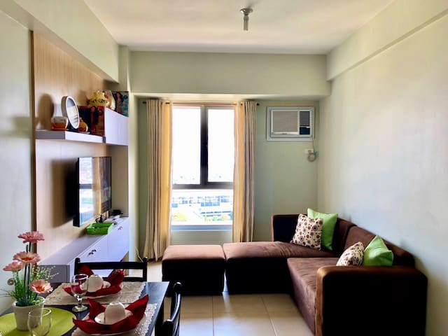 New 1BR fully furnished|Netflix|BGC|Uptown Mall
