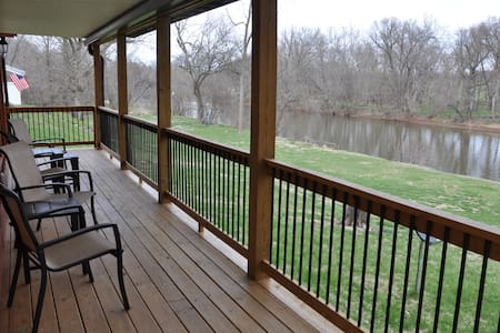 Spacious Studio right on the Monocacy River!
