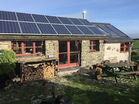 Cosy, rural eco-cottage on the west Wales coast