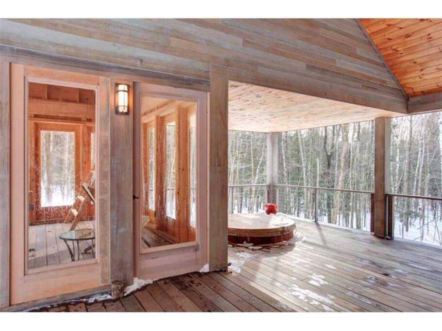 Deck-top porch & hot tub