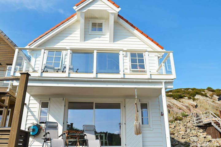 8 person holiday home in Urangsvåg