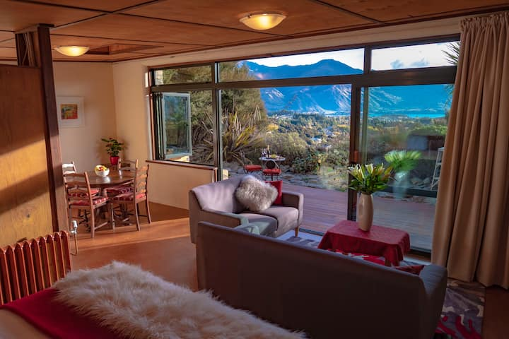 Cosy, private, stunning  lake &mountain views