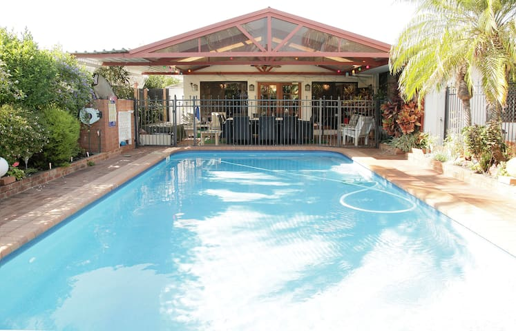Mrs C of Perth Boutique B & B - Dianella - Bed & Breakfast