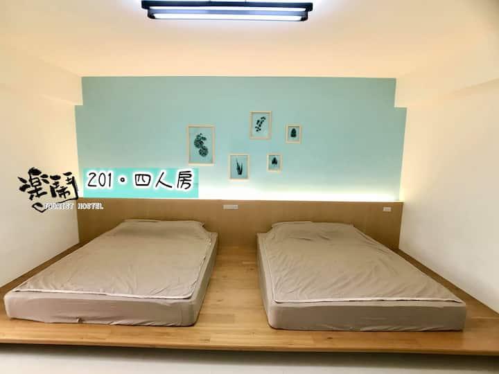 澎湖樂鬧 201 - 四人房 : 簡單大方的舒服房間