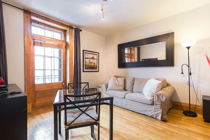 BEST LOCATION in town: CHIC & CHEAP - Montreal - Apartment