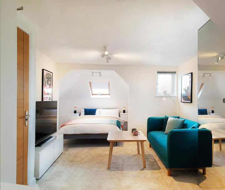 Modern, Luxury, Fantastically clean Room