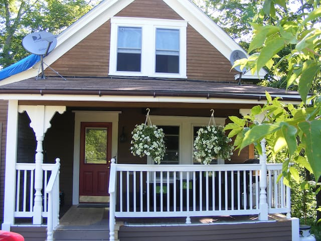 Adorable renovated 1920 cottage. - Industry - Bed & Breakfast