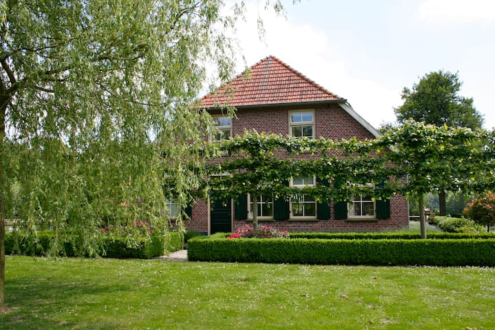 Luxury Farmhouse in countryside - Winterswijk - House