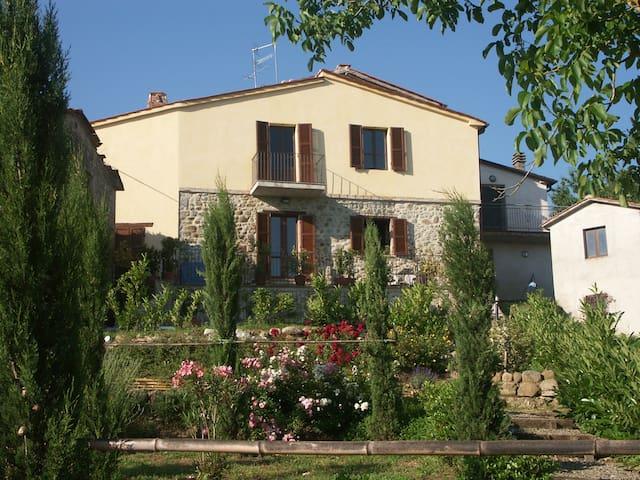 """Apartments """"Sopra & Terra"""" Borgo Catolli, Umbria - Umbertide - Apartamento"""