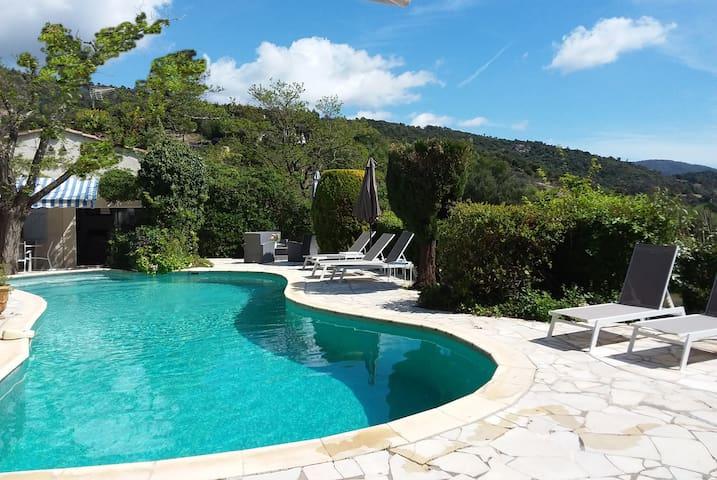 piscine chauffée 11 m x 5 m heated swimming pool 11 m x 5 m