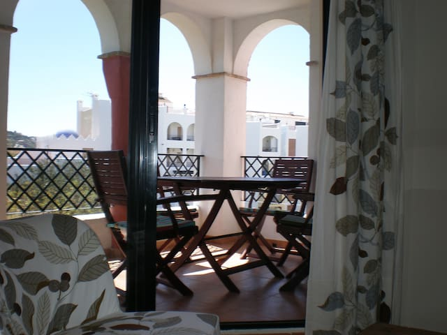 Apartamento en urbanización a pie de playa