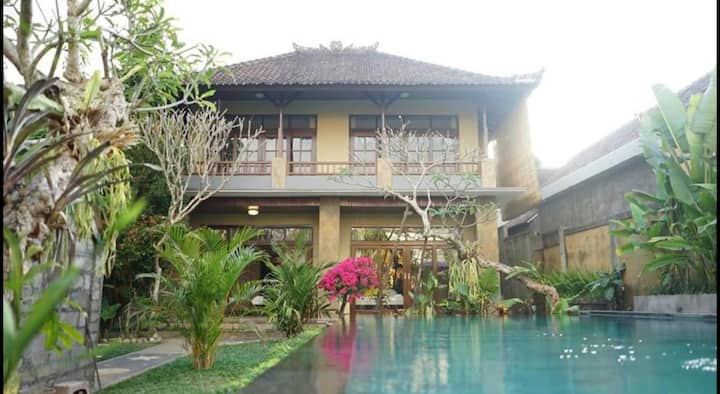 *DISCOUNT* 4 BEDRROM VILLA IN HEART OF UBUD