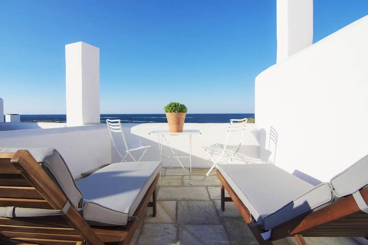 Family Two Bedroom Apartment with Sea View