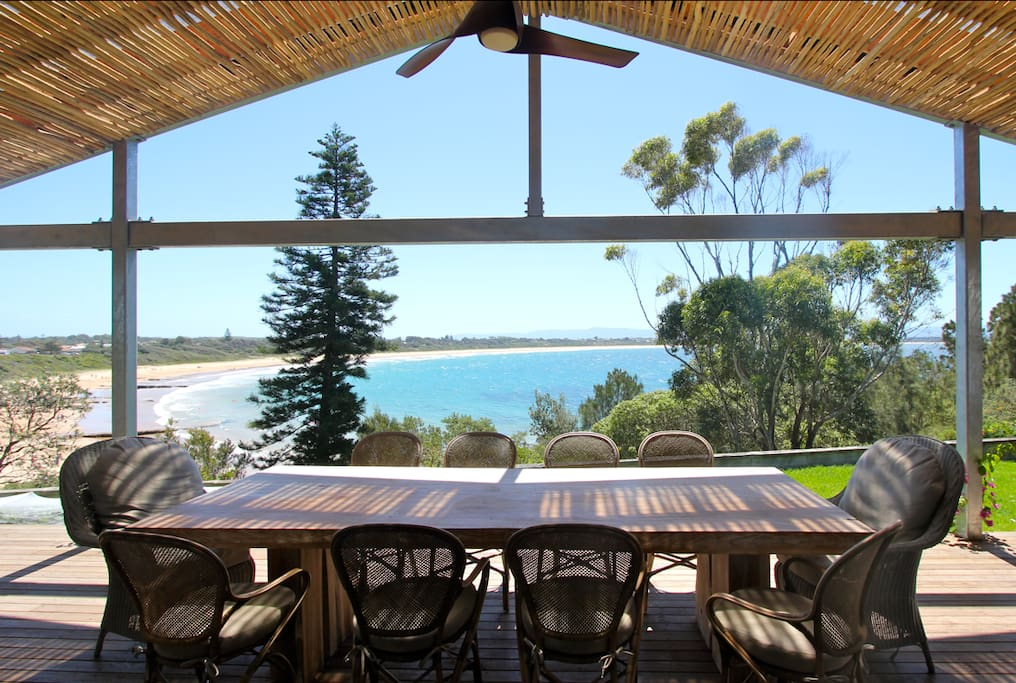Huge covered deck, with amazing view!