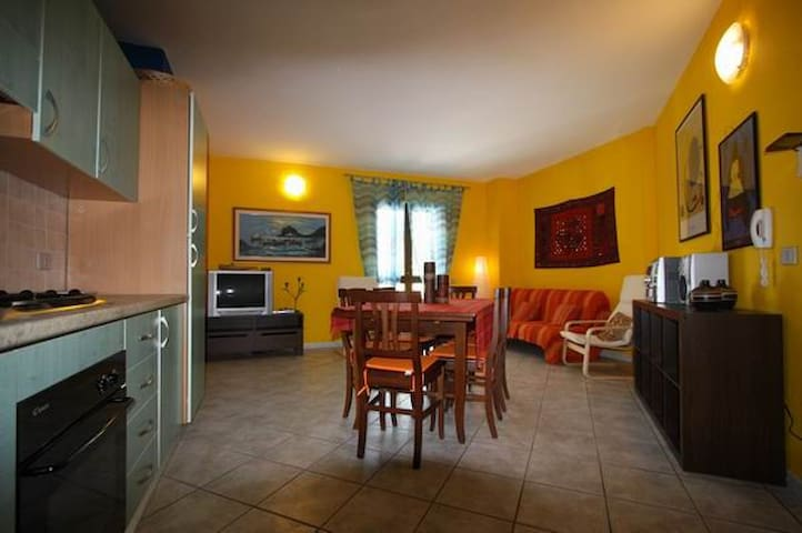 Grazioso appartamento centralissimo appartamenti in for Appartamenti in affitto a budoni sardegna