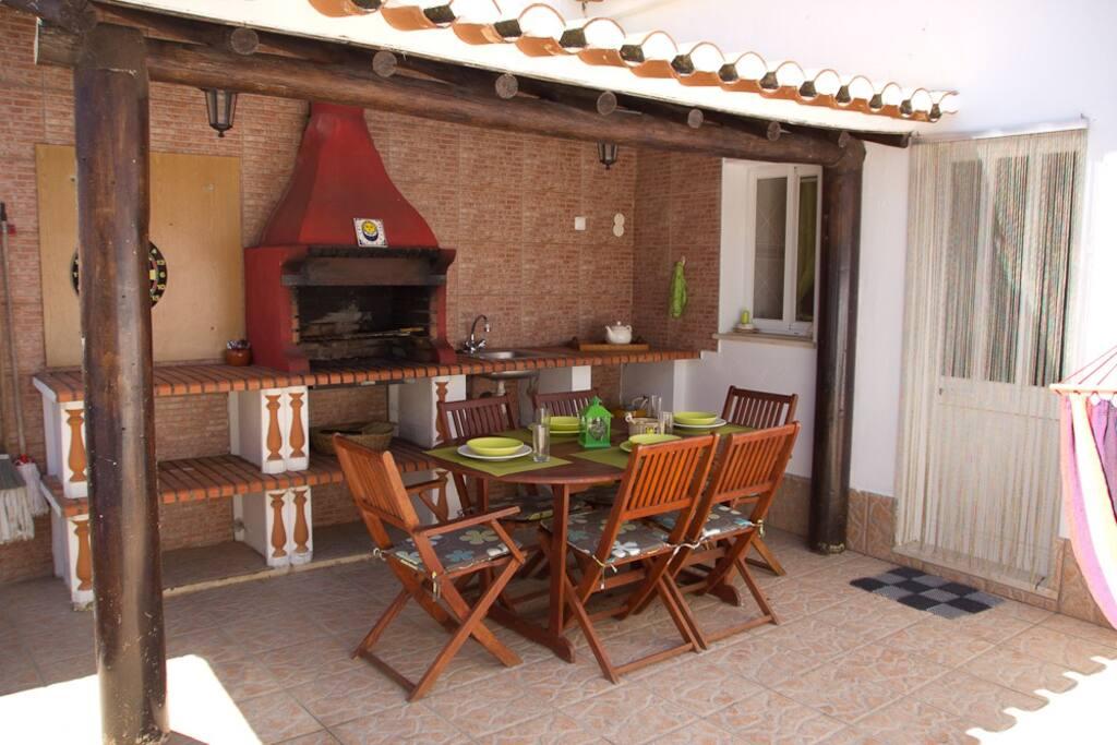 terraço onde pode desfrutar de uma boa refeição