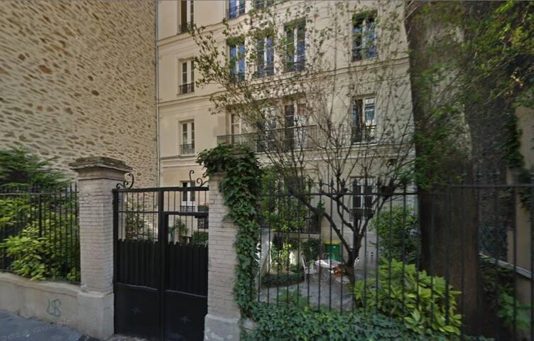 studio batignolles paris 17 apartments for rent in paris le de france france. Black Bedroom Furniture Sets. Home Design Ideas