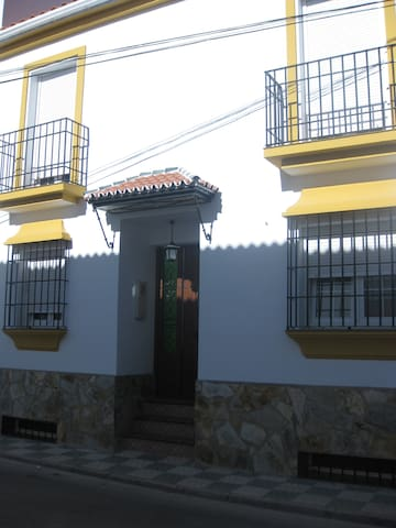 Description - Cuevas del Becerro - Huis