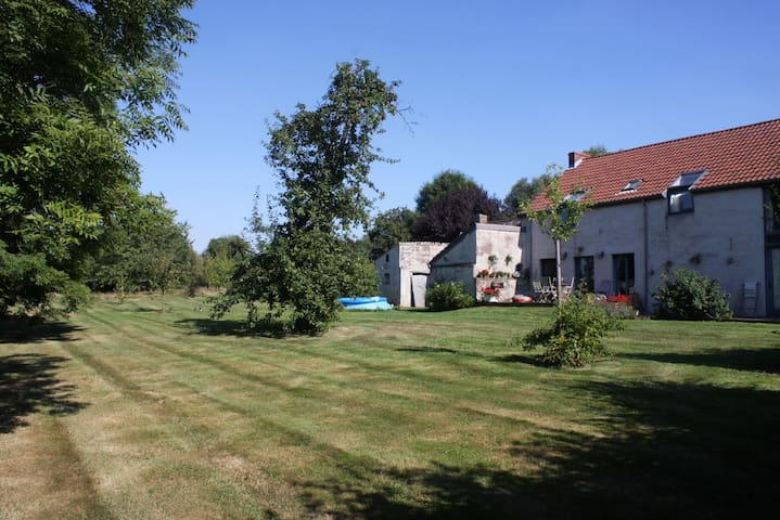 Camping/20 €/1 person. - Fernelmont
