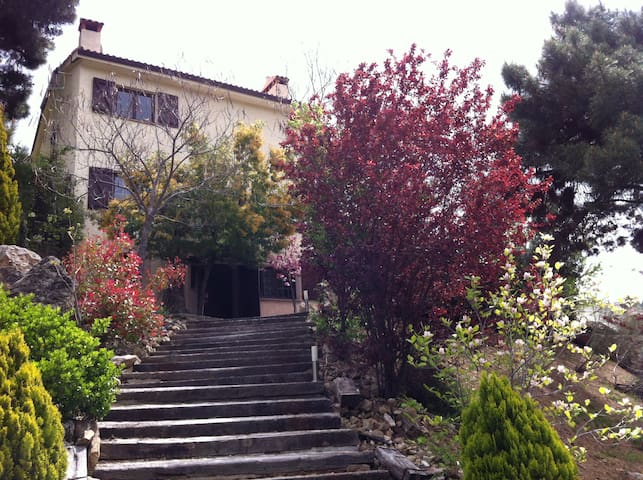 Villa in the mountains of Madrid - Robledo de Chavela - Hus