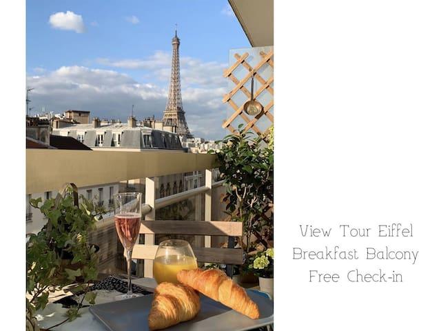 Nice view Tour Eiffel in the centre Paris