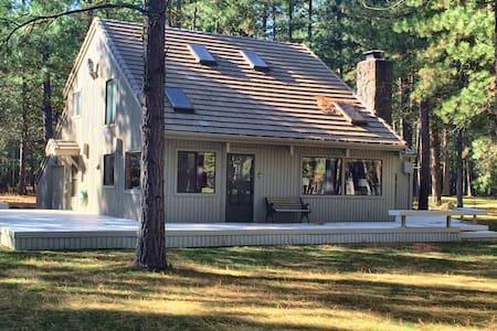 Cozy cabin in Black Butte Ranch - Sisters - Stuga