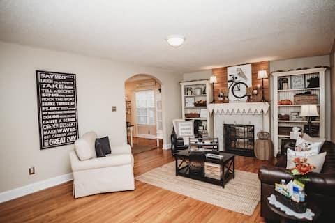 """Luxury Cottage w/ Spacious Private Garden Area"""