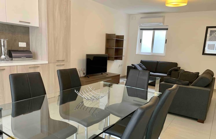 Private Bright Modern Room -Swieqi 6 min to center