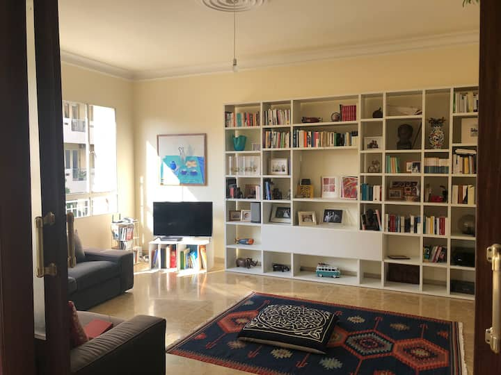 Bright and charming flat in Badaro (serviced)