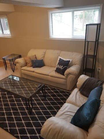 Bright 1 Bedroom suite in Deer Park