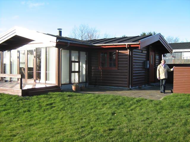 Hyggeligt sommerhus ved Limfjorden - Farsø - Casa