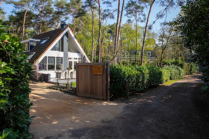Entrance to villa Isabella trough private gate