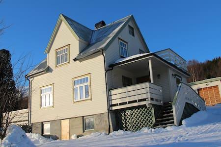 Lyngen Home - Lyngseidet - Hus