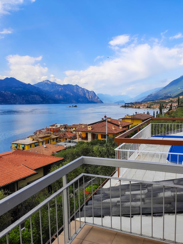 WOW-VIEW VILLA 1 min walk from lake 10p @Garda_Dom