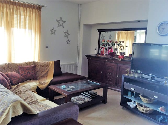 Sunny 3-bedroom apt in beautiful neighborhood - Alexandroupoli - Daire