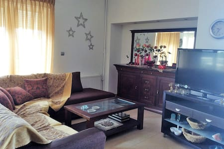 Sunny 3-bedroom apt in beautiful neighborhood - Alexandroupoli