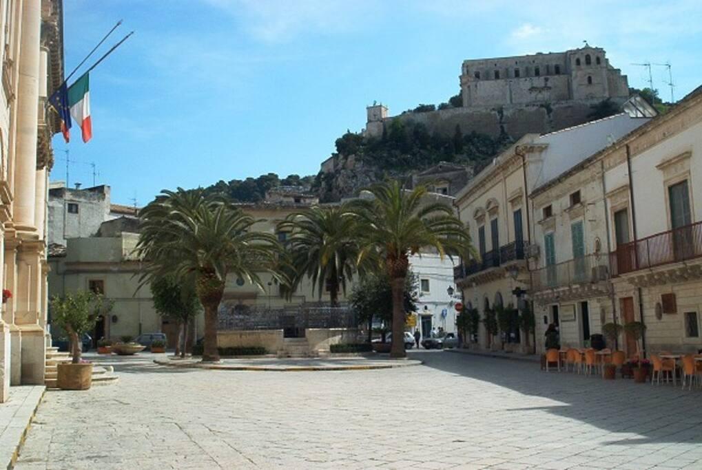 la via f.m. Penna che una delle meraviglie del barocco siciliano
