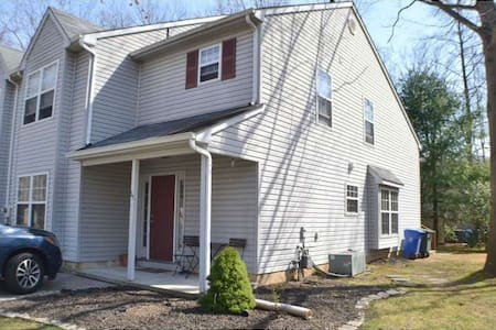 Nice home near Rowan University - Glassboro - Ev