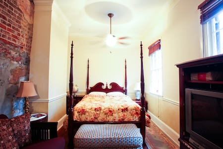 Authentic French Quarter Apartment - New Orleans - Apartment