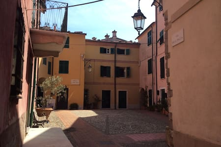 Montemarcello nell'antico borgo tipica casa ligure - Montemarcello - Haus