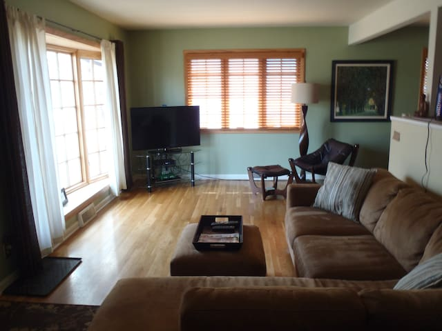 Charming 2 bedroom house with a yard in Boulder!