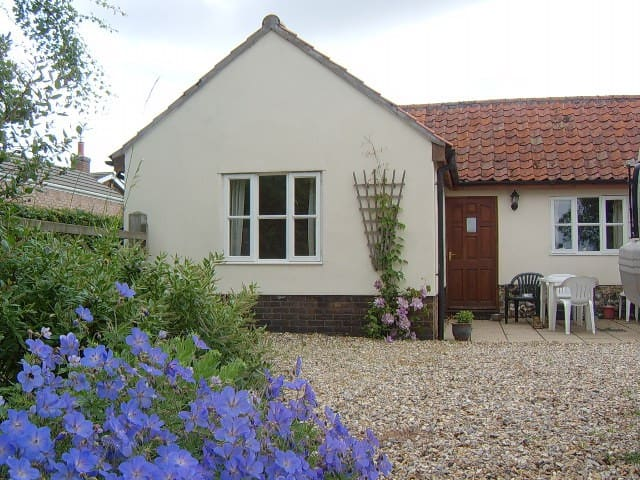 Pretty single storey cottage - Cranworth - Appartement