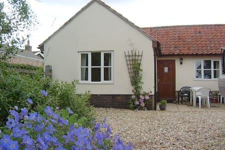 Pretty single storey cottage - Cranworth - Flat