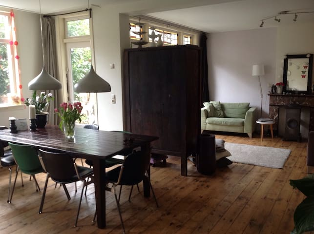 Family Home:Central and Comfortable - Rotterdam - Casa